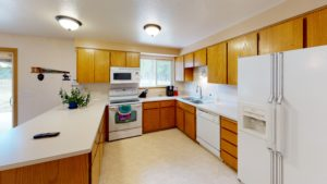16168 Hawks Lair Rd La Pine OR Kitchen